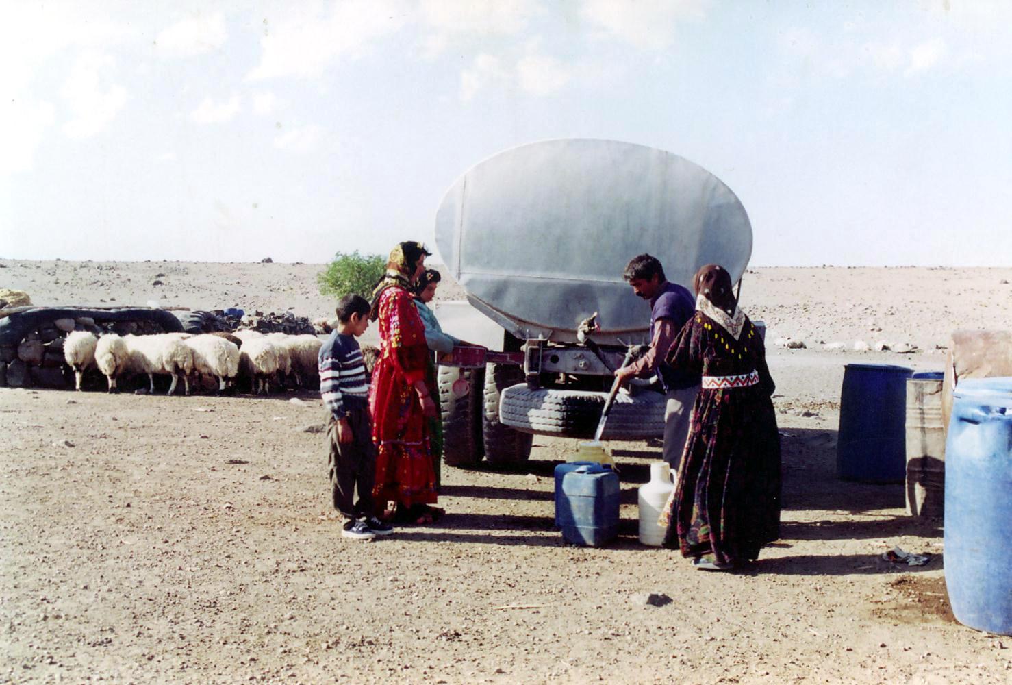 عشایر اردل روزانه ۱۲۰ هزار لیتر آب شرب نیاز دارند